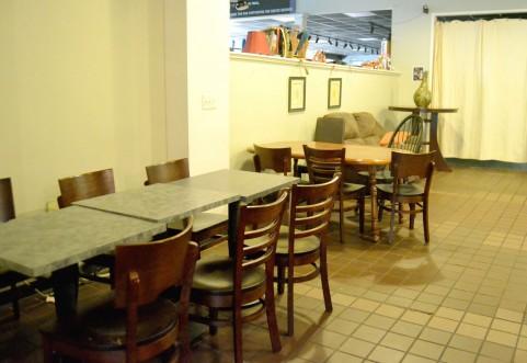 男2人、女1人で食事に行ったときの無難な席の座り方